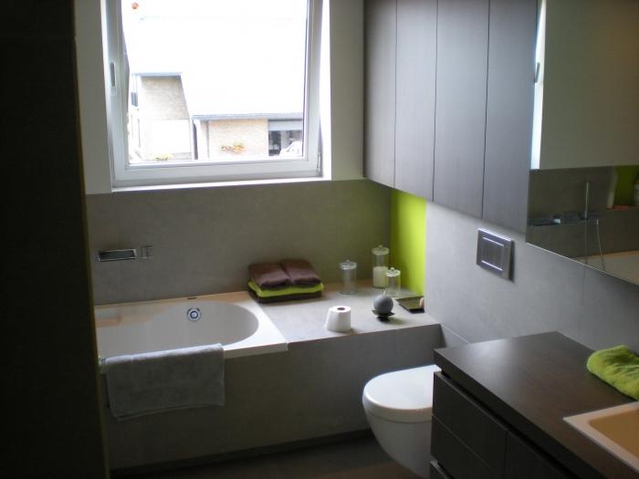 Badkamer meubel in laminaat en plooideuren - Foto badkamer meubels ...