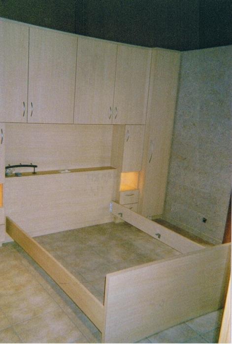 slaapkamer meubel in laminaat bed