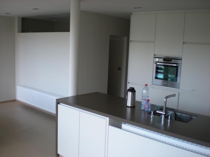 Keuken in laminaat badkamer achter deur - Keuken deur lapeyre ...