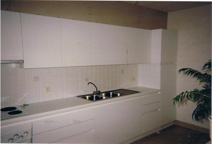 keuken in laminaat + kastdeuren 180 graden