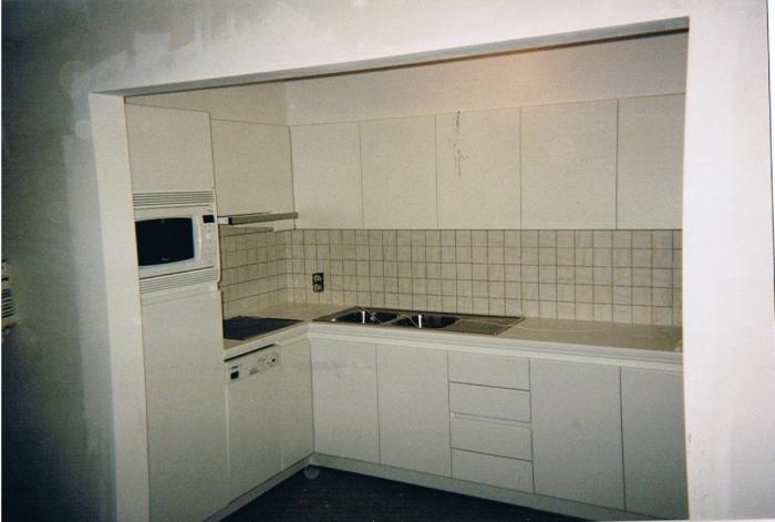 keuken in laminaat , kastdeuren 180 graden