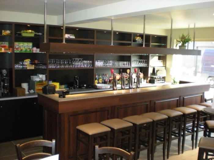 Cafe inrichting op maat van de klant - Inrichting van een lounge in lengte ...