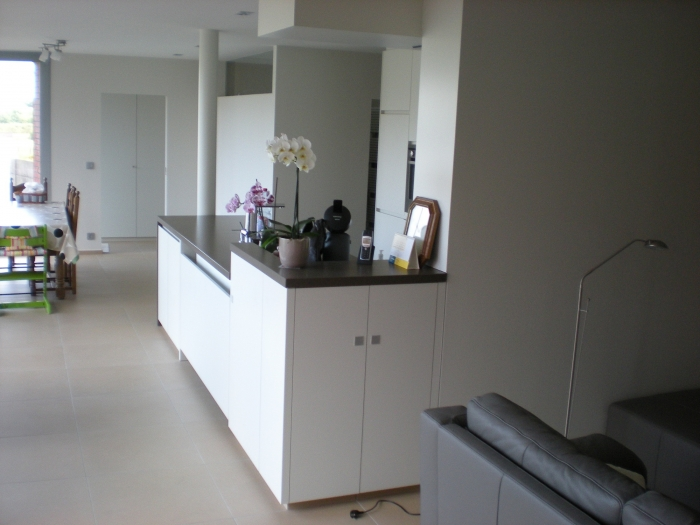 Witte keuken met granieten werkblad - Keuken met granieten werkblad ...