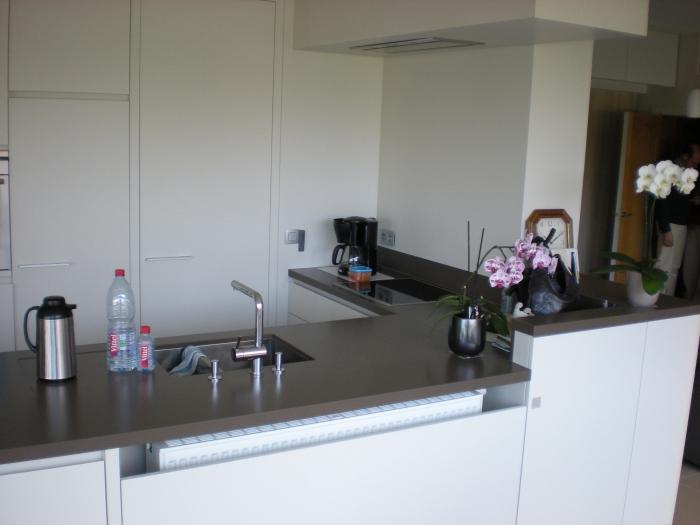 Keuken met granieten werkblad en chaufage geintregeerd - Keuken met granieten werkblad ...